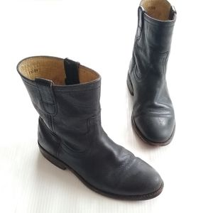 FRYE • Anna Pull-on tab black short leather boots